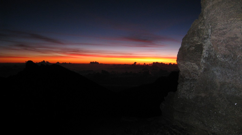 kilimanjaro-summit-night-sun-rising