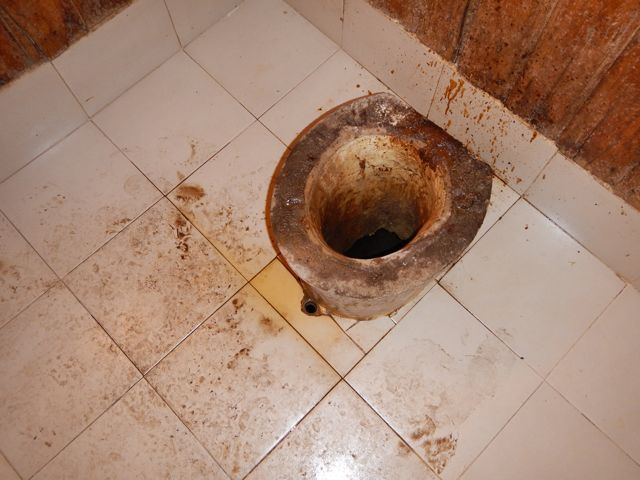 toilets-on-kilimanjaro-1