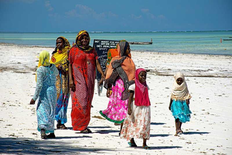 Local-Zanzibar-Islam-Muslim-Women-on-Beach