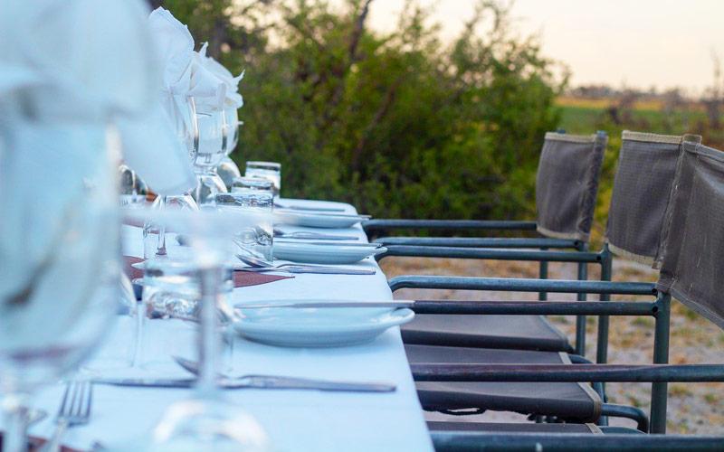 luxury-tanzania-safari-table-setting
