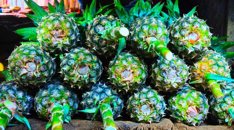 pineapple-market-zanzibar